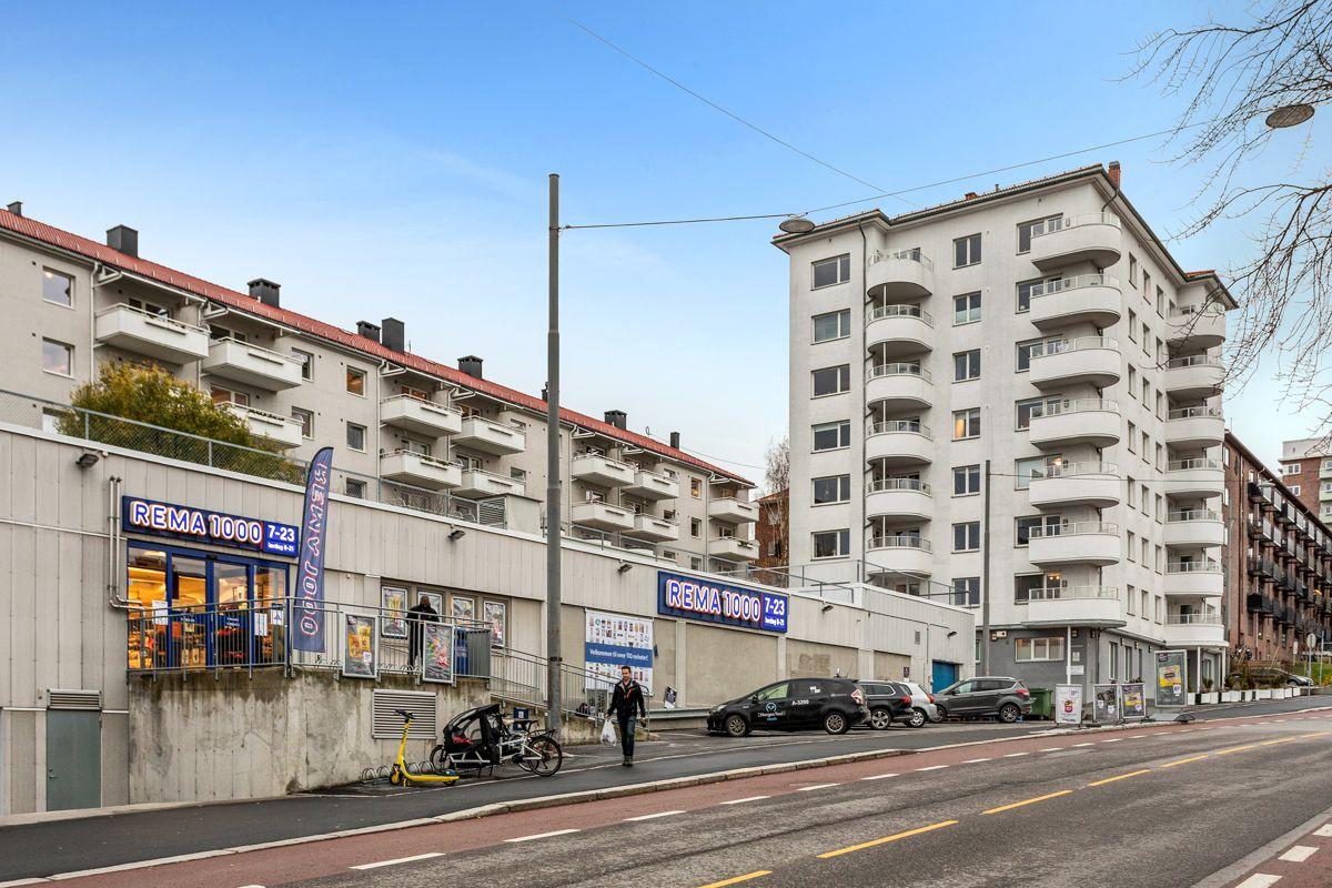Treschows gate 19 Fasade med nærbutikken Rema 1000