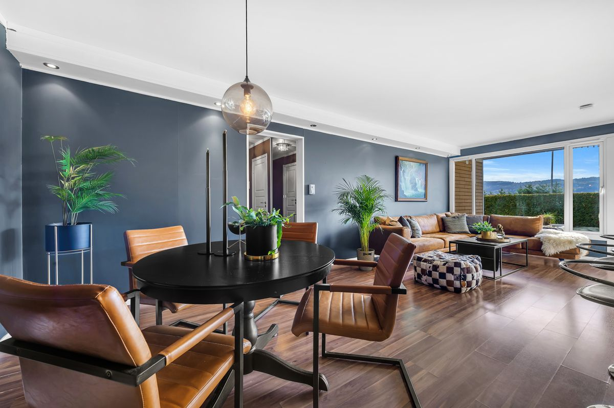 Myrehagen 23 Du har en naturlig plass til både sofagruppe, spisebord og TV med tilhørende møblement.