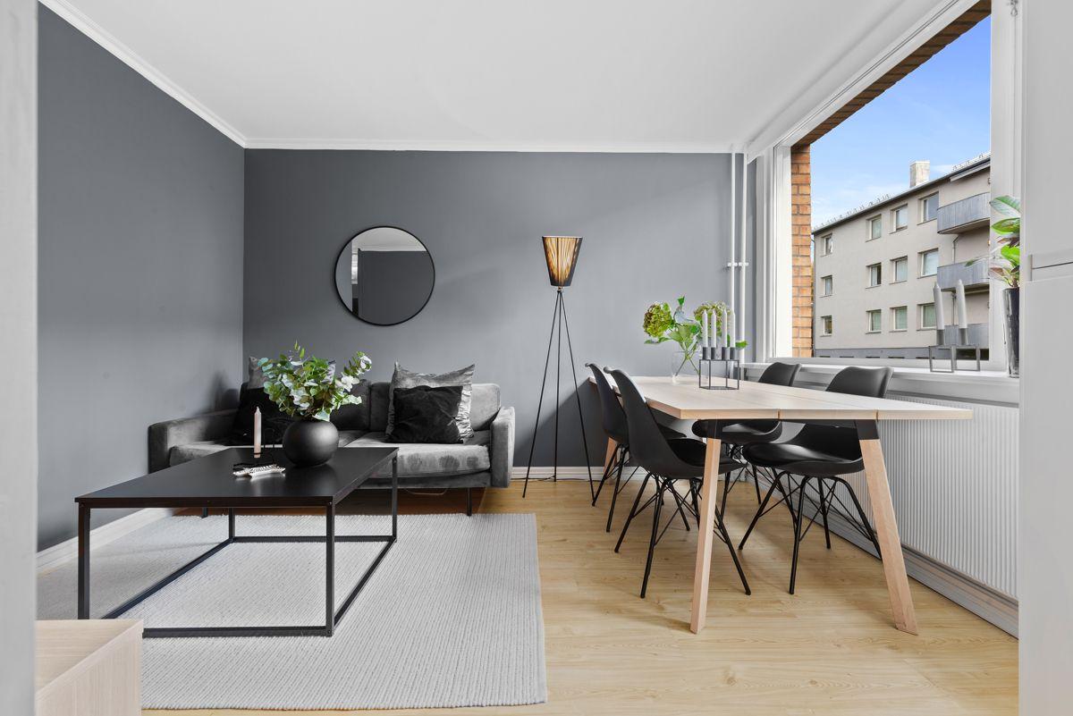 Thunes vei 4 B Det er store vindusflater som slipper inn rikelig med naturlig lys i boligen.