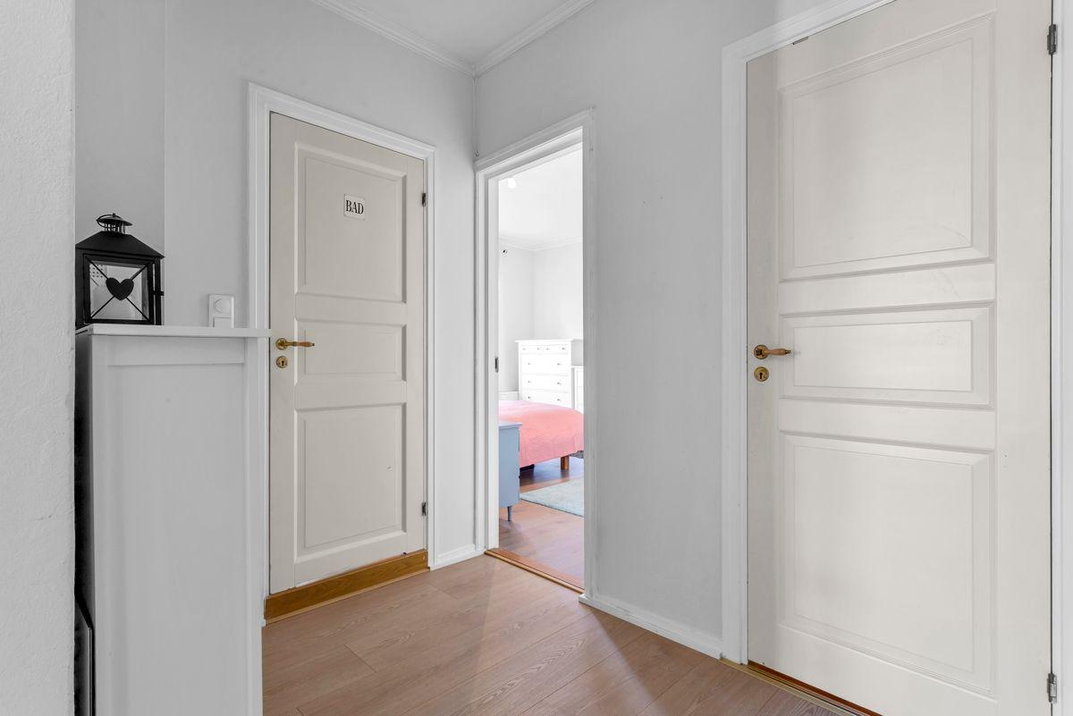 Østerdalsgata 6B Her får du en lekker og delikat 2-roms hjørneleilighet i byggets øverste boligetasje.