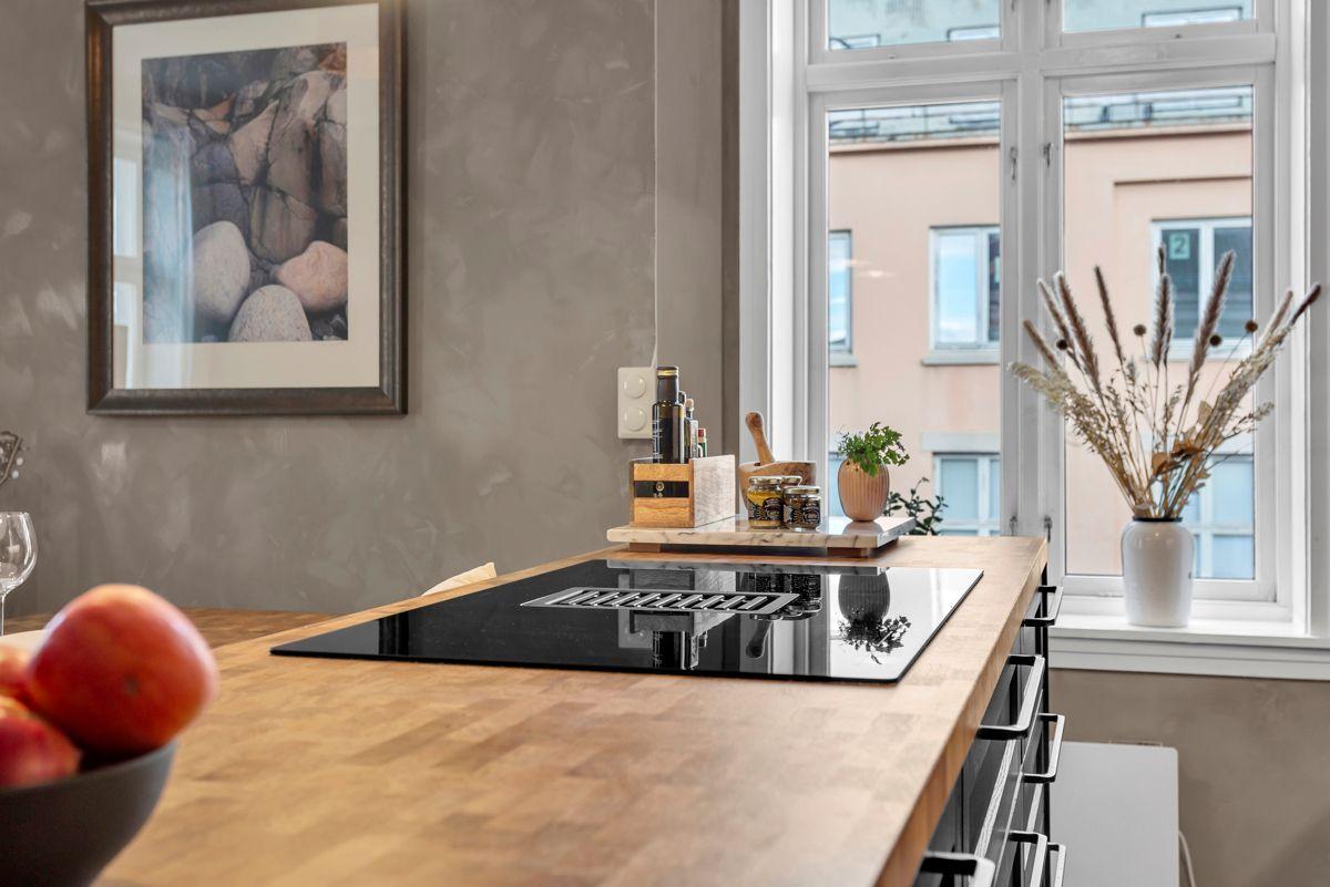 Østerdalsgata 6B I tillegg blir kjøkkenet utvidet med en praktisk kjøkkenøy.