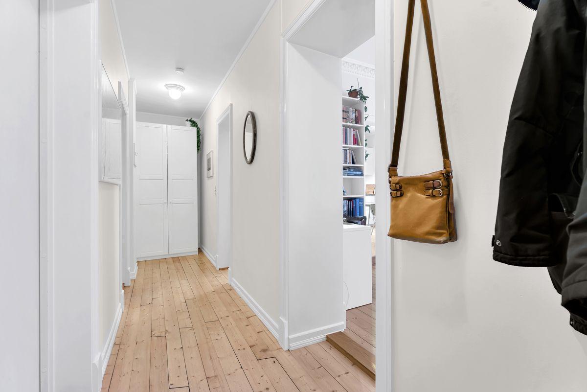 Urtegata 45 I tillegg finner du et garderobeskap som sørger for gode oppbevaringsmuligheter.