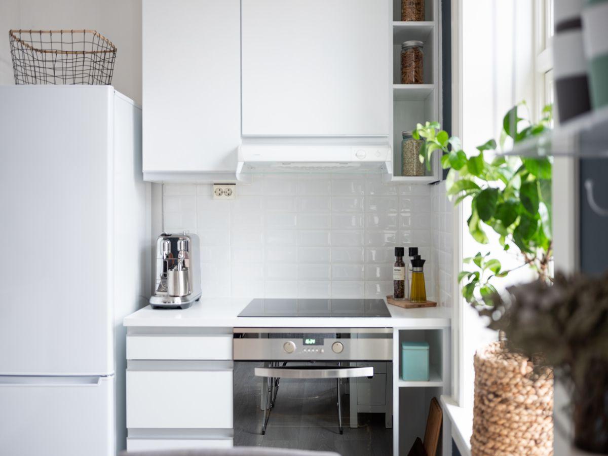 Schweigaards gate 99B Videre finner du integrerte hvitevarer som komfyr med induksjonstopp, ventilator og oppvaskmaskin, samt et frittstående kjøl- og fryseskap fra 2018.