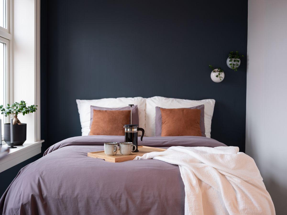 Schweigaards gate 99B Ettersom soverommet er svært romslig, er det god plass til dobbeltseng, nattbord og øvrig møblement.