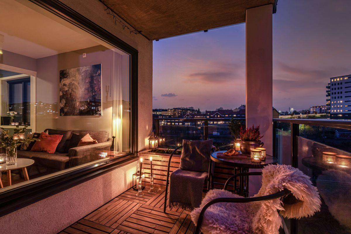Arnljot Gellines vei 5A Lys og innbydende 2-roms hjørneleilighet fra 2011, beliggende høyt og fritt til i byggets 8. etasje.