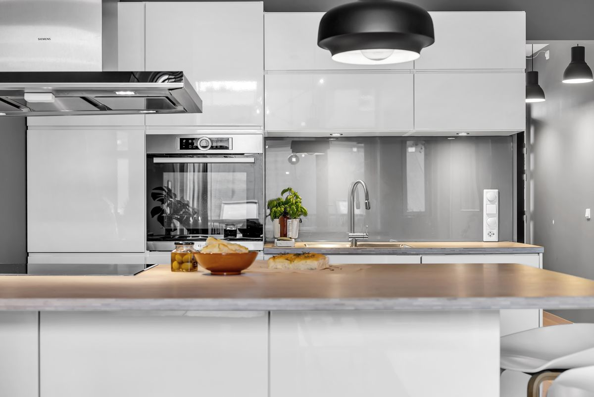 Sverres gate 5 I tillegg finner du en meget praktisk kjøkkenøy med barløsning, hvor du kan nyte en god frokost.