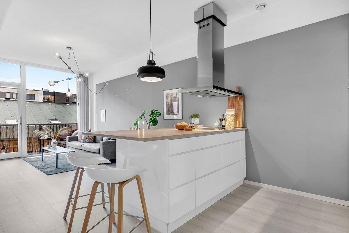 Sverres gate 5 Kjøkkenet har en åpen løsning mot stuen som er perfekt for sosiale sammenkomster.