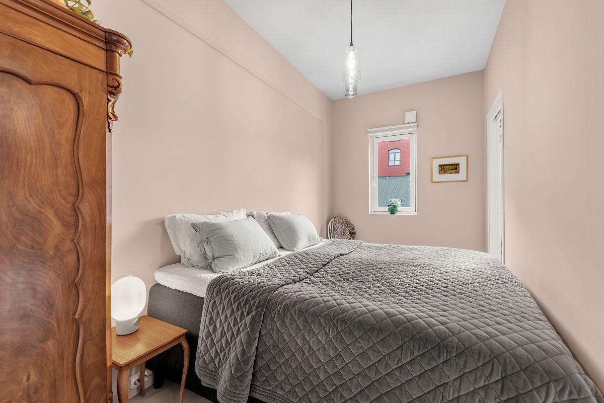 Sverres gate 5 Boligen har to soverom av gode størrelser og har malte flater i smakfulle farger fra i år.