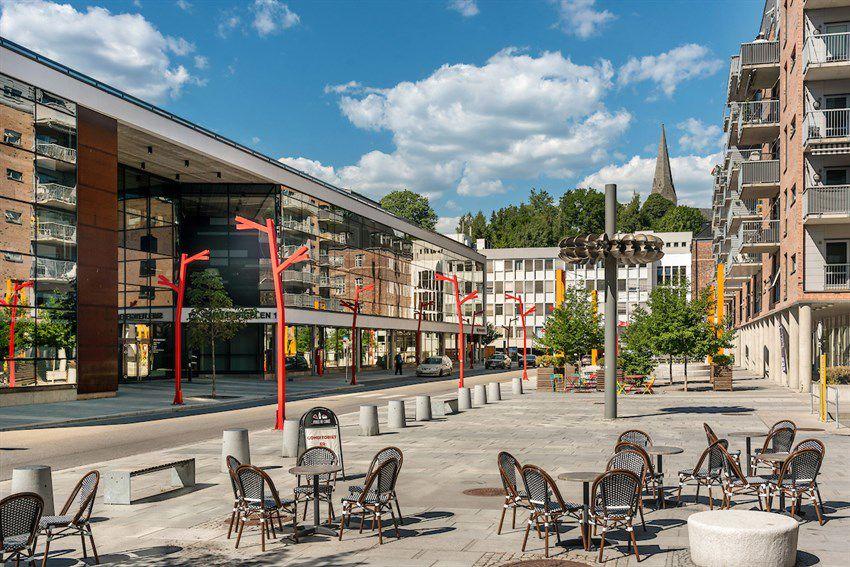 Arnljot Gellines vei 5A Kværnerbyen byr på hyggelige serveringssteder, matbutikk, blomsterbutikk m.m