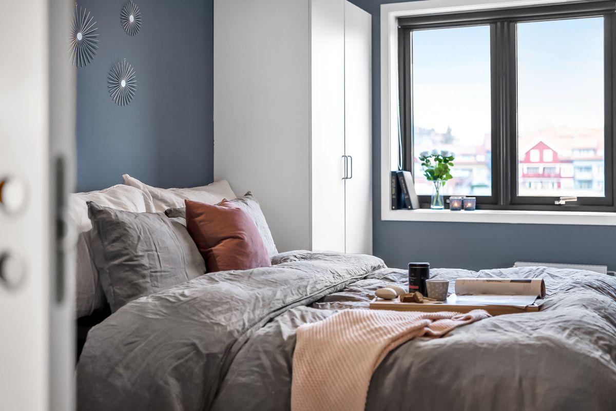 Arnljot Gellines vei 5A Soverommet er av god størrelse og har malte flater i smakfulle farger fra 2019.