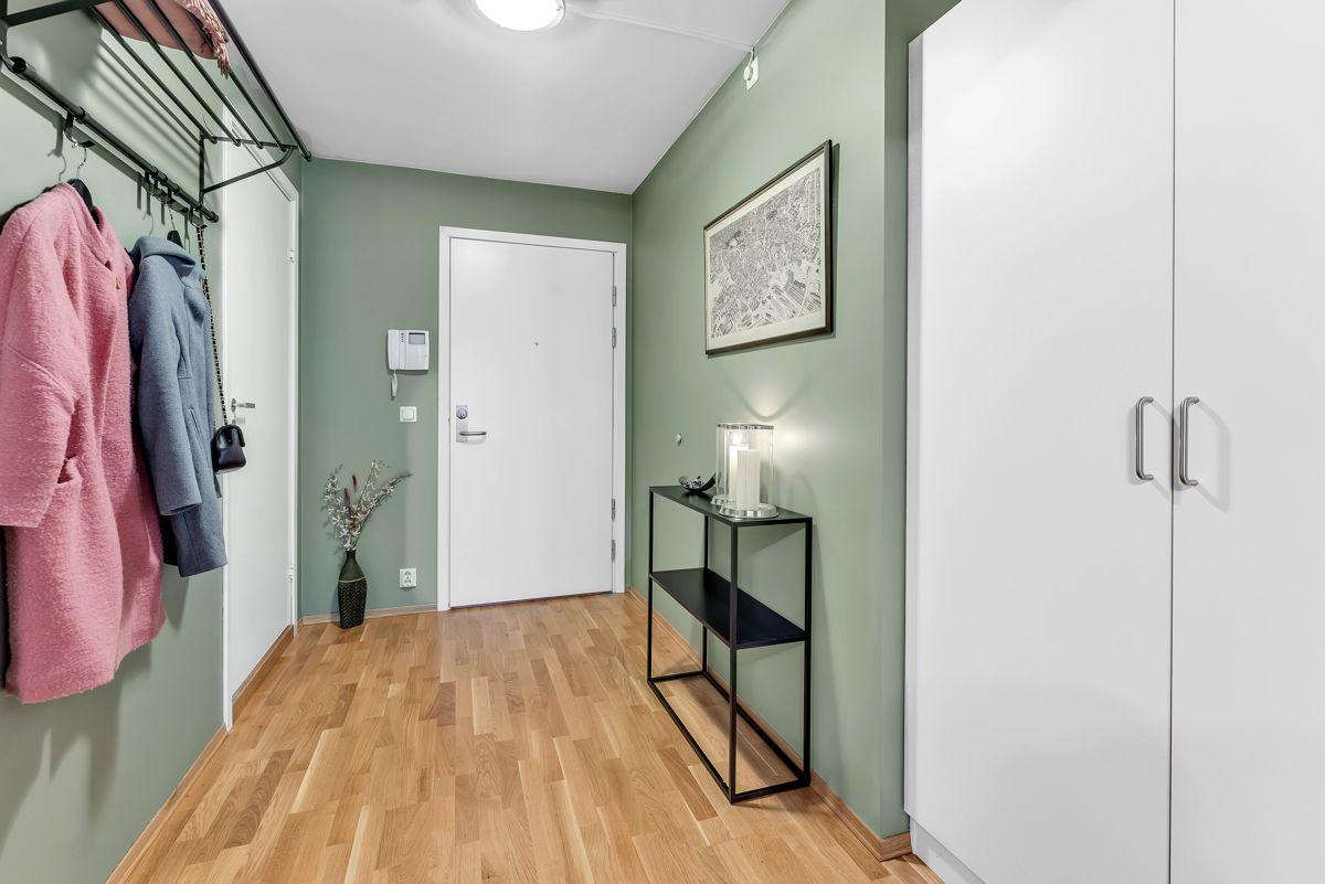 Arnljot Gellines vei 5A I tillegg finner du et garderobeskap i gangen.
