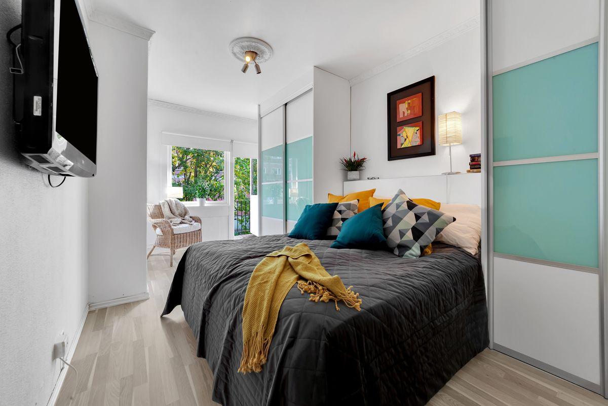 Grefsenveien 21A Soverommet er stort og romslig og har god plass til dobbeltseng og øvrig møblement.