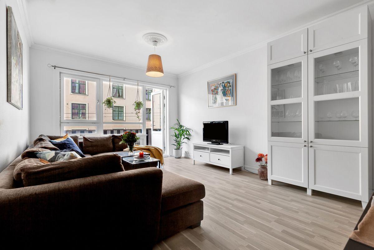 Grefsenveien 21A Velkommen til en lys og pen 2-roms med en kvadratsmart løsning, beliggende i byggets 2. etasje.
