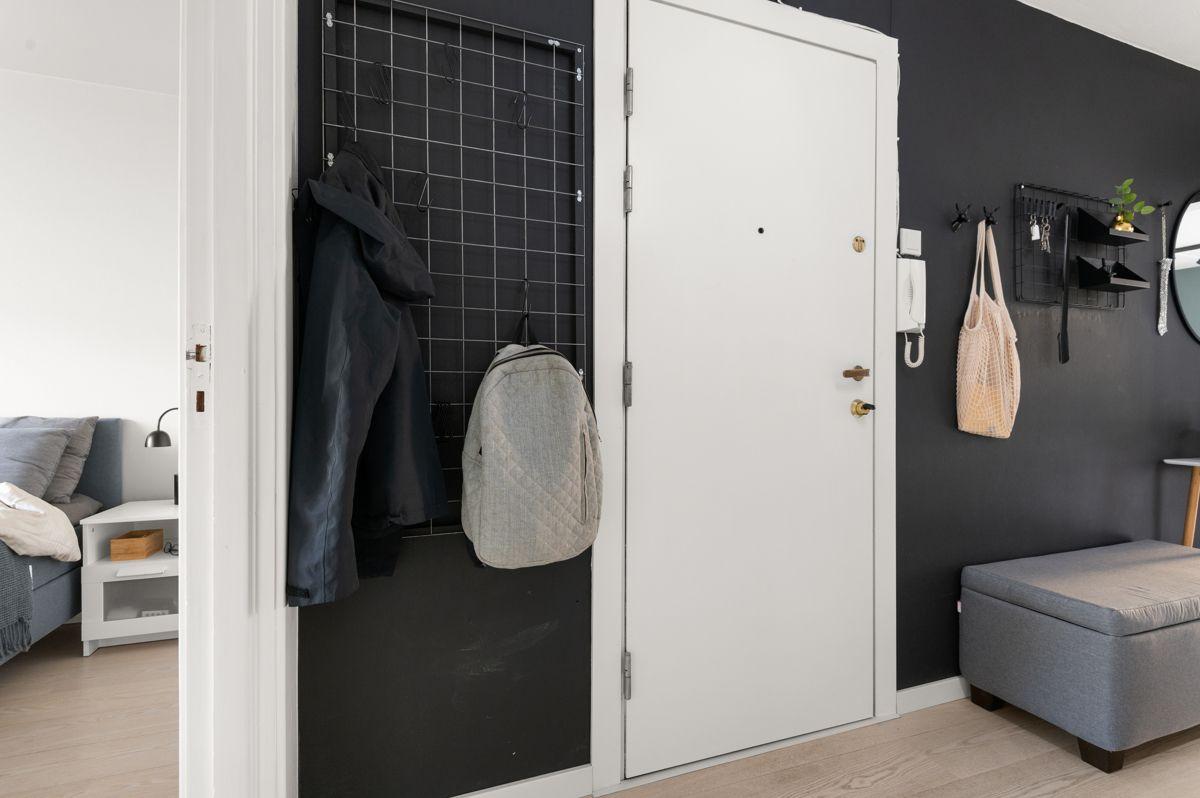 Mogata 16 C Du ønskes velkommen inn i en lys, innbydende og praktisk entré.