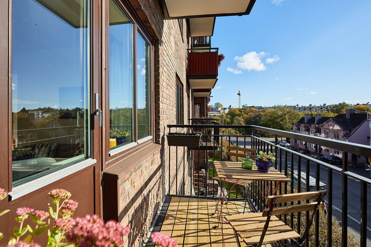 Bentsegata 17 Fra stuen har du utgang til en flott og solrik sydvendt balkong på ca. 3,2m².