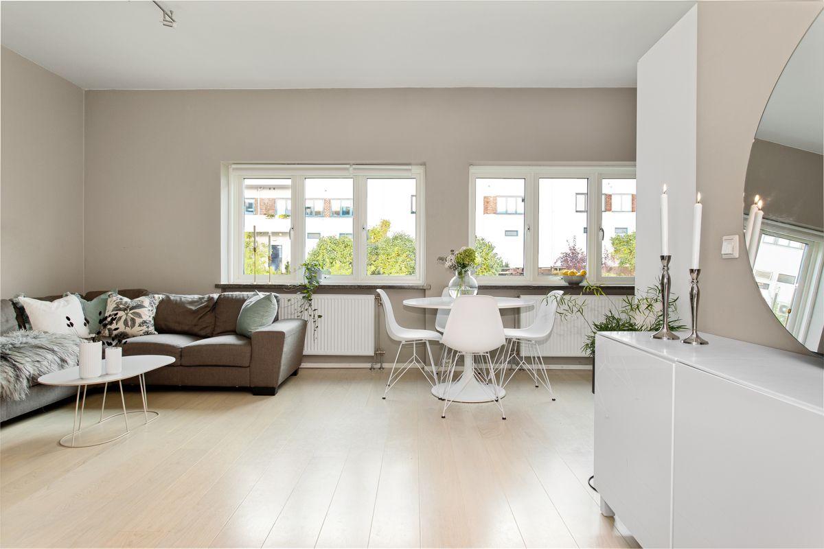 Carl Jeppesens gate 24 Stuen er det naturlige oppholdsrommet i leiligheten, og er et stort, lyst og fint rom.