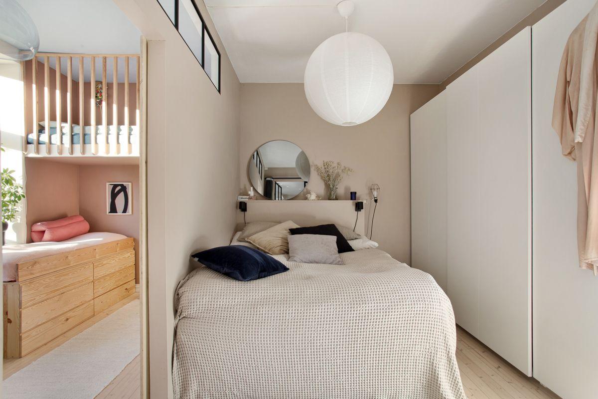 Diriks` gate 1B Innenfor hovedsoverommet ligger leilighetens andre soverom som i dag benyttes som barnerom