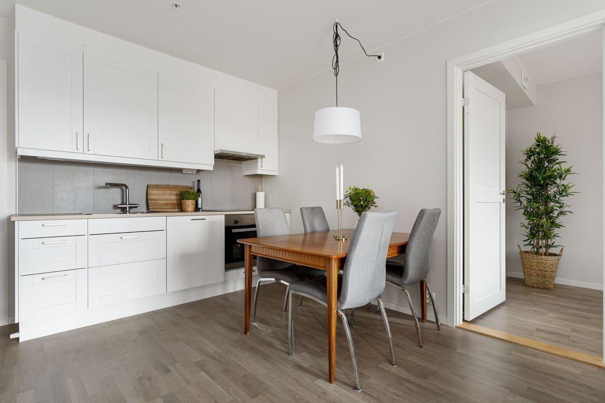 Hans Nordahls gate 36 Det er fint med plass til spisebord tilknyttet kjøkkenet