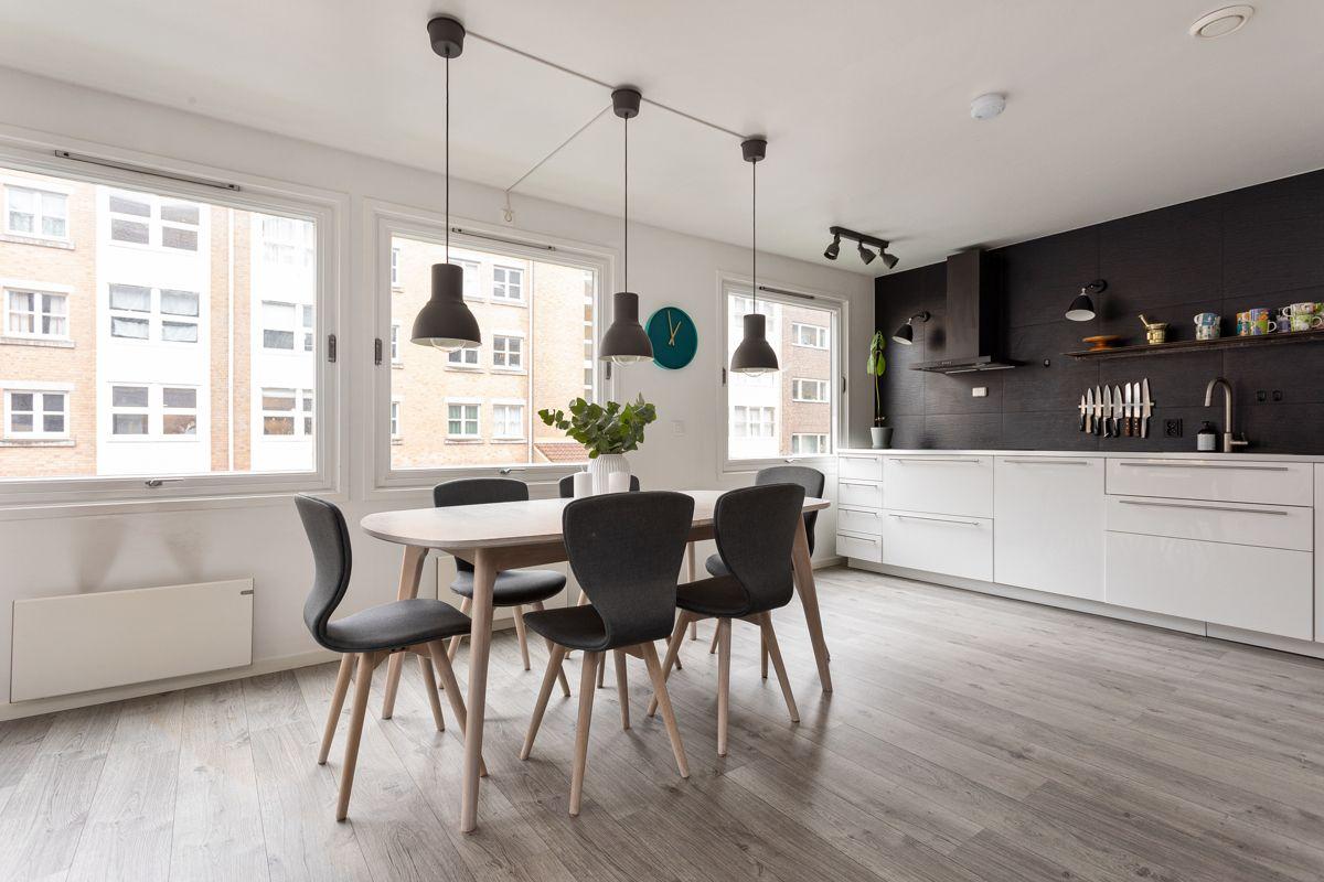 Frederik Glads gate 19 Tidløst, men likevel moderne kjøkken fra 2016 med plass til stort spisebord