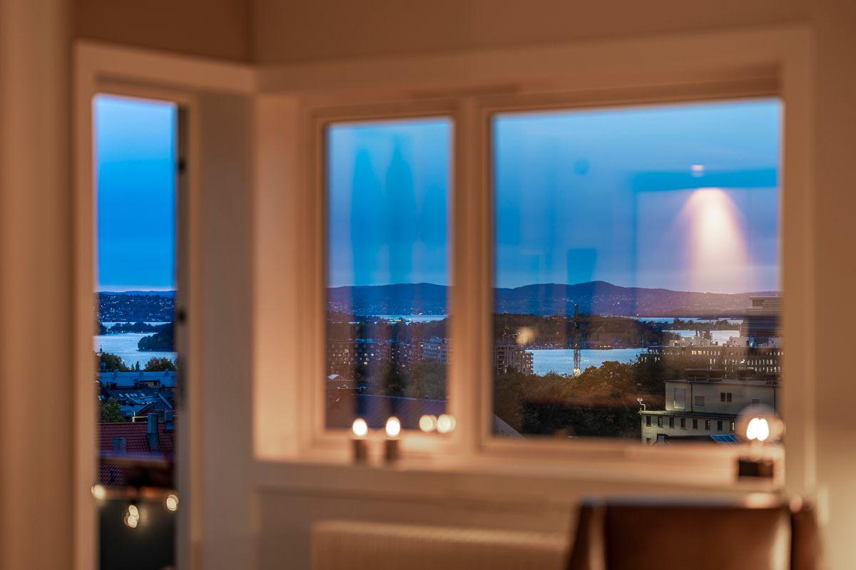 Brinken 16D Utsikten kan nytes både inne- og utendørs.