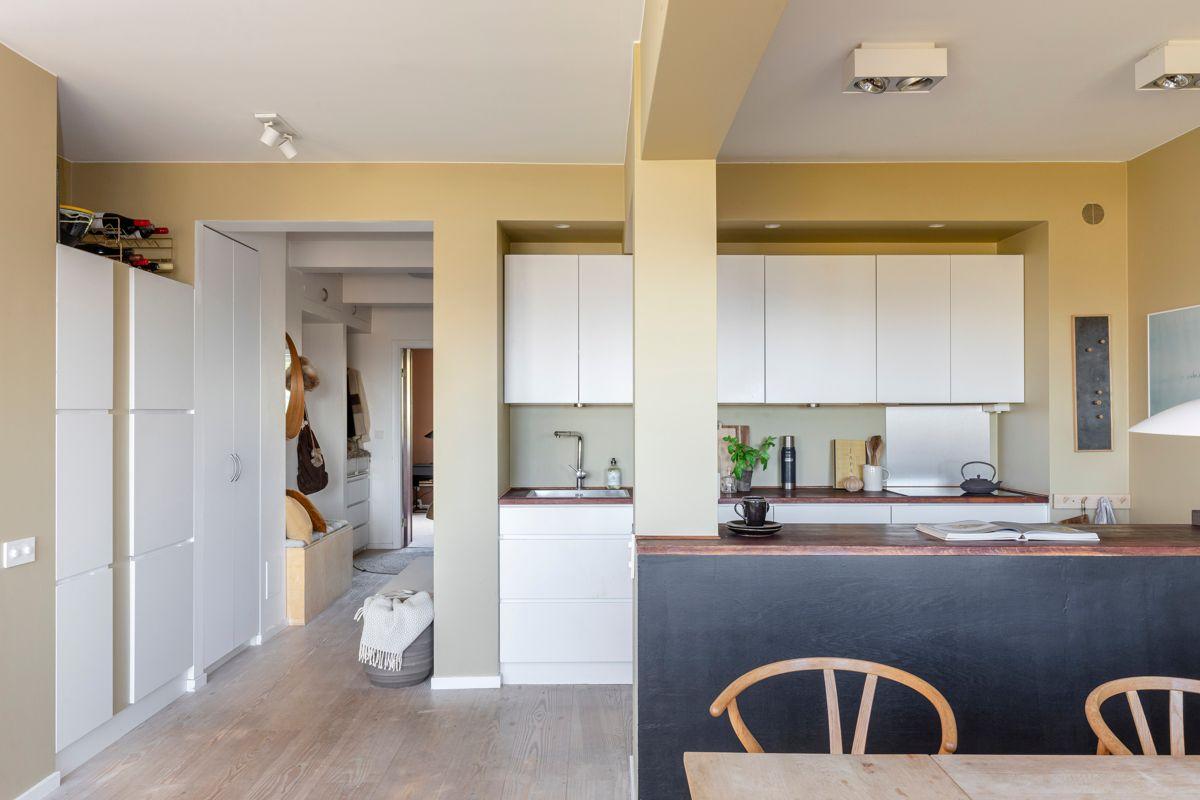Brinken 16D Stilrent Kvik-kjøkken fra 2012 med god skap- og benkeplass.