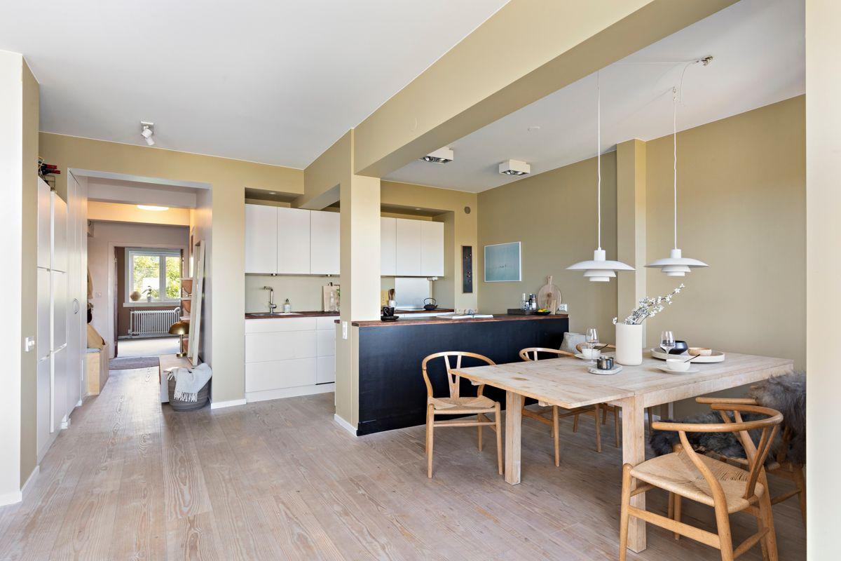 Brinken 16D Åpen løsning mot kjøkkenet hvor det er fin sone for spisebord.