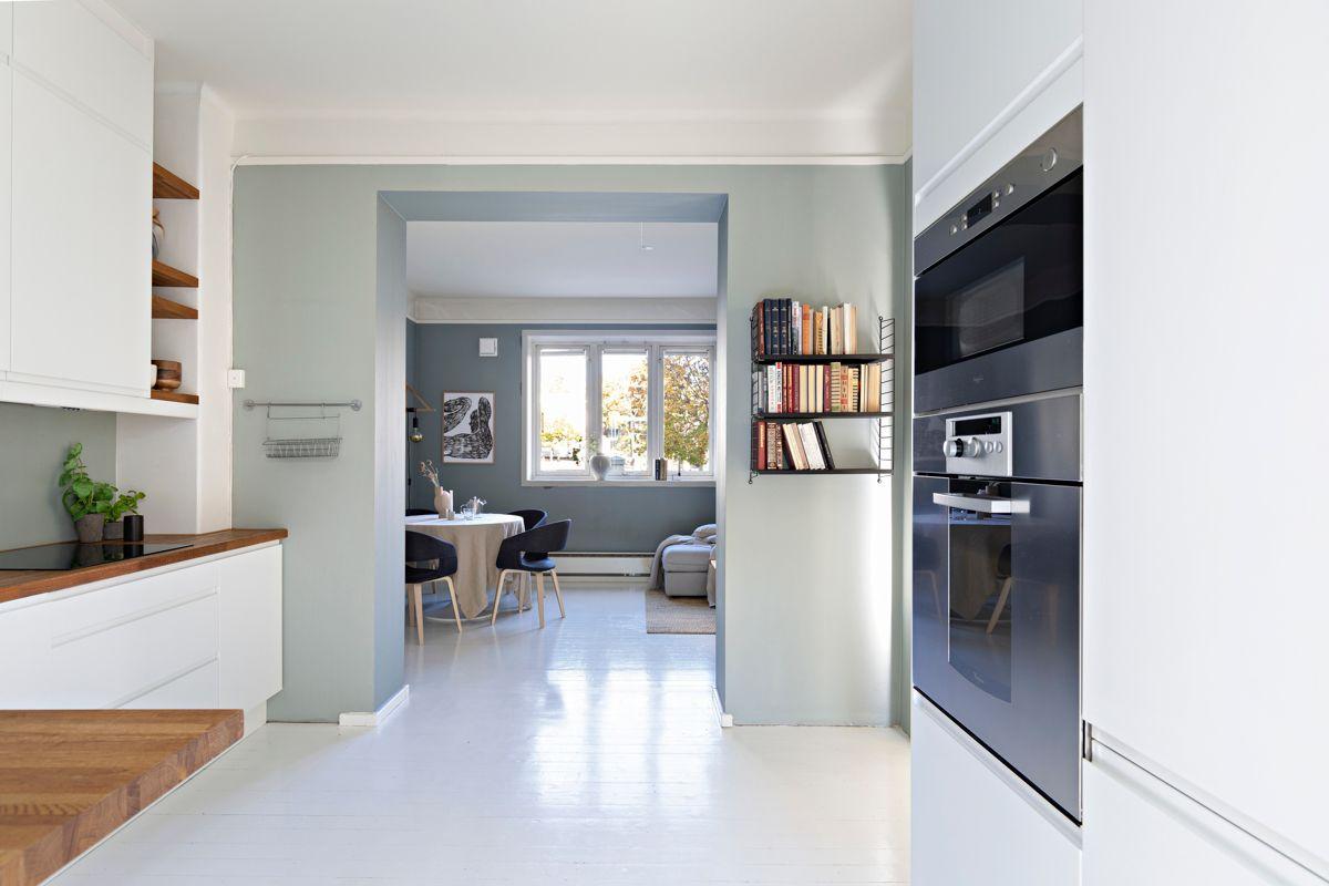 Grimstadgata 23 F Kjøkkenet er stilrent og moderne med Epoq-innredning fra 2016.