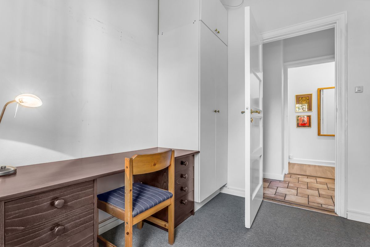 Pavels' gate 8 Soverom 3/kontor: Oppbevaringsplass i garderobe.