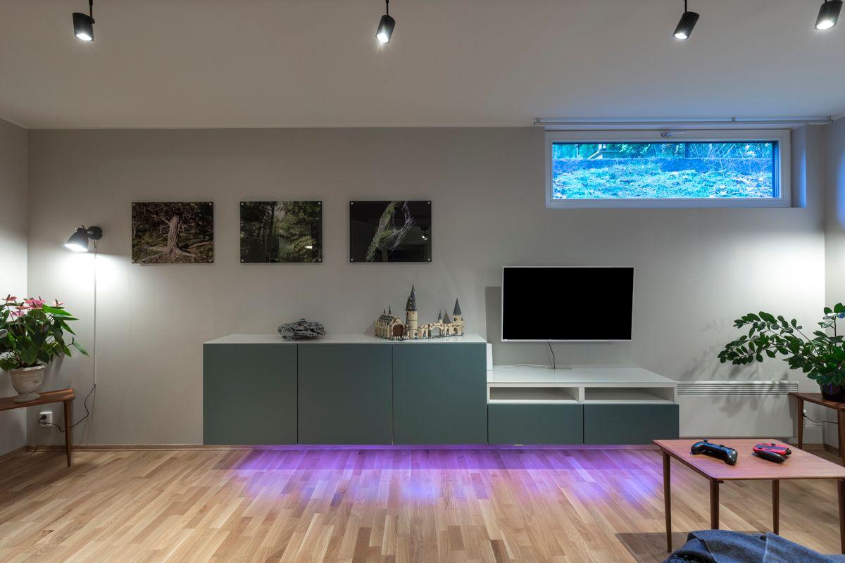 Skådalsveien 13H God plass til sofagruppe, TV-seksjon, hyller og annet ønsket møblement.