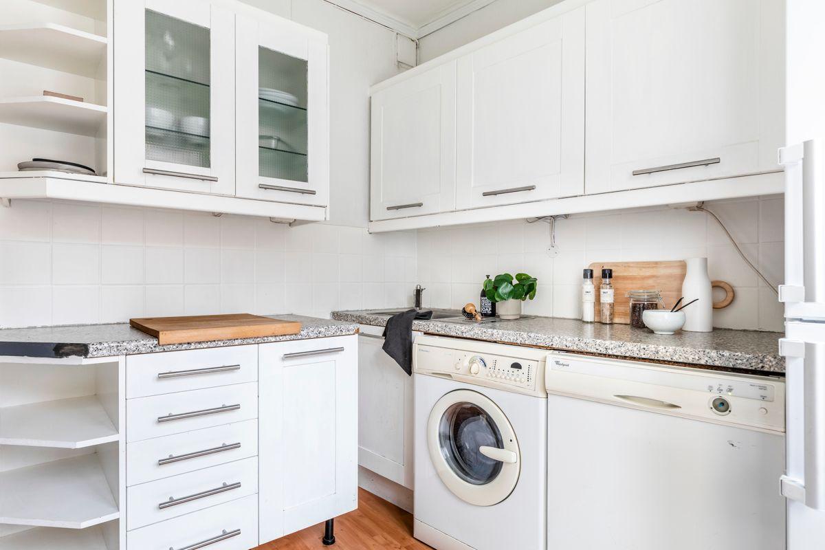 Grenseveien 11B Frittstående hvitevarer (også vaskemaskin) følger med.