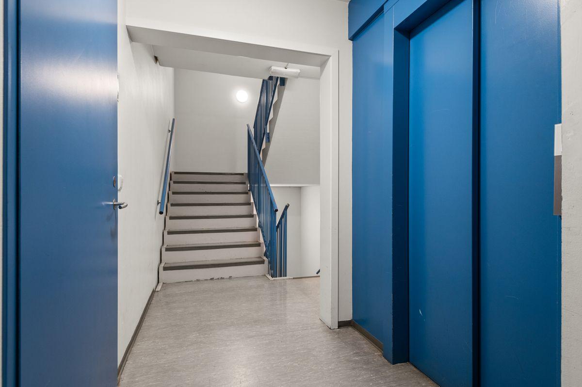 Sinsenveien 9 Heisadkomst til leiligheten. Boligen disponerer en romslig bod i fellesarealer i 1. etasje.