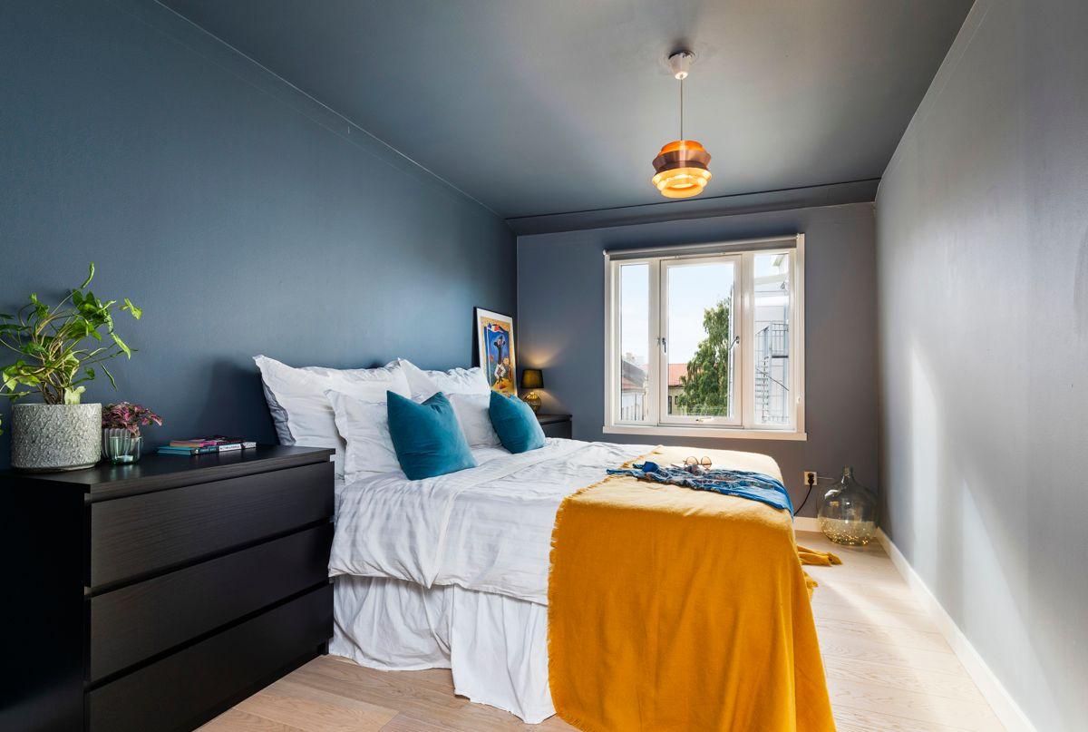 Heimdalsgata 37 Lekkert og luftig soverom med god størrelse.