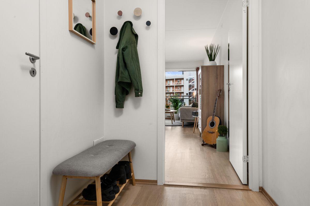Malmøgata 2 - Hyggelig inngangsparti med plass til oppheng av ytterklær og plassering av sko -