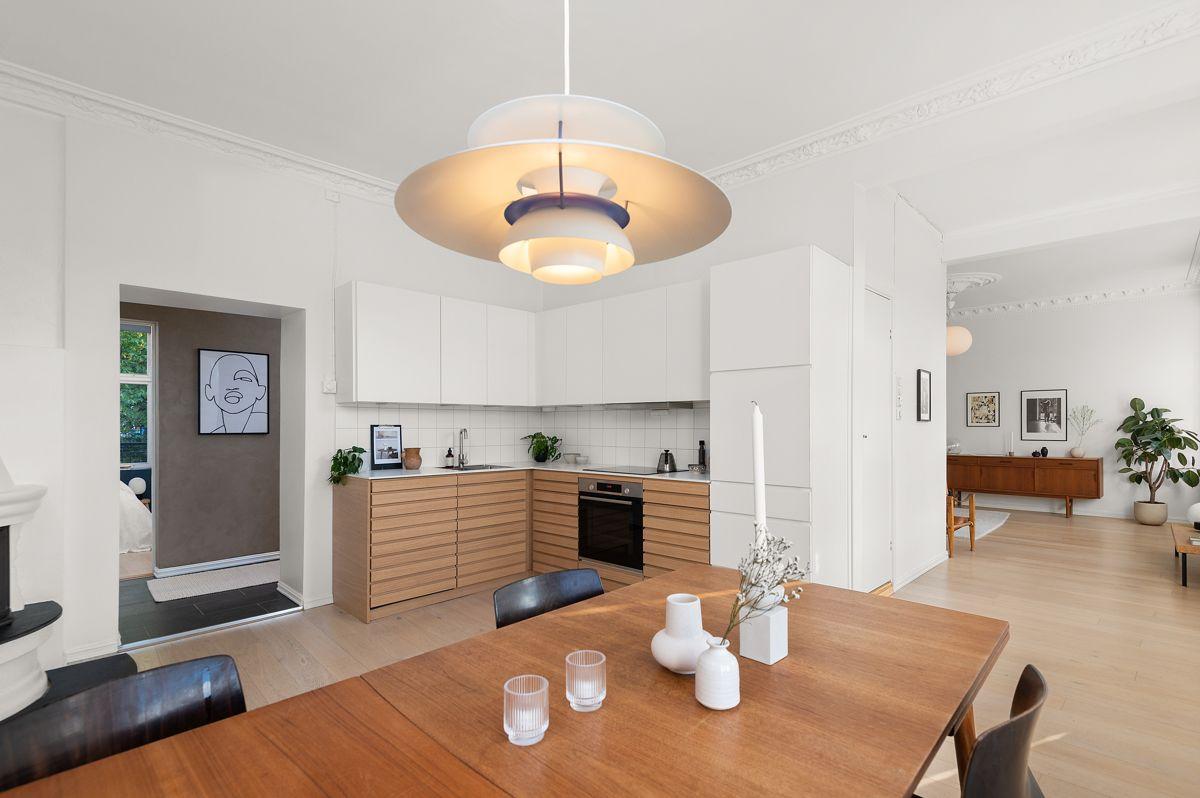 Seilduksgata 2 B - Kjøkkenet ligger i 1/2-åpen løsning mot stuen som gir en åpen og sosial planløsning -