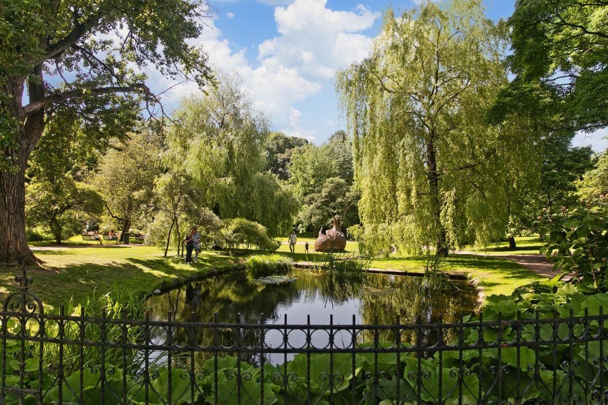 Herslebs gate 17A Like ved finner du Botanisk hage. Eller har område flere flotte rekreasjonstilbud.