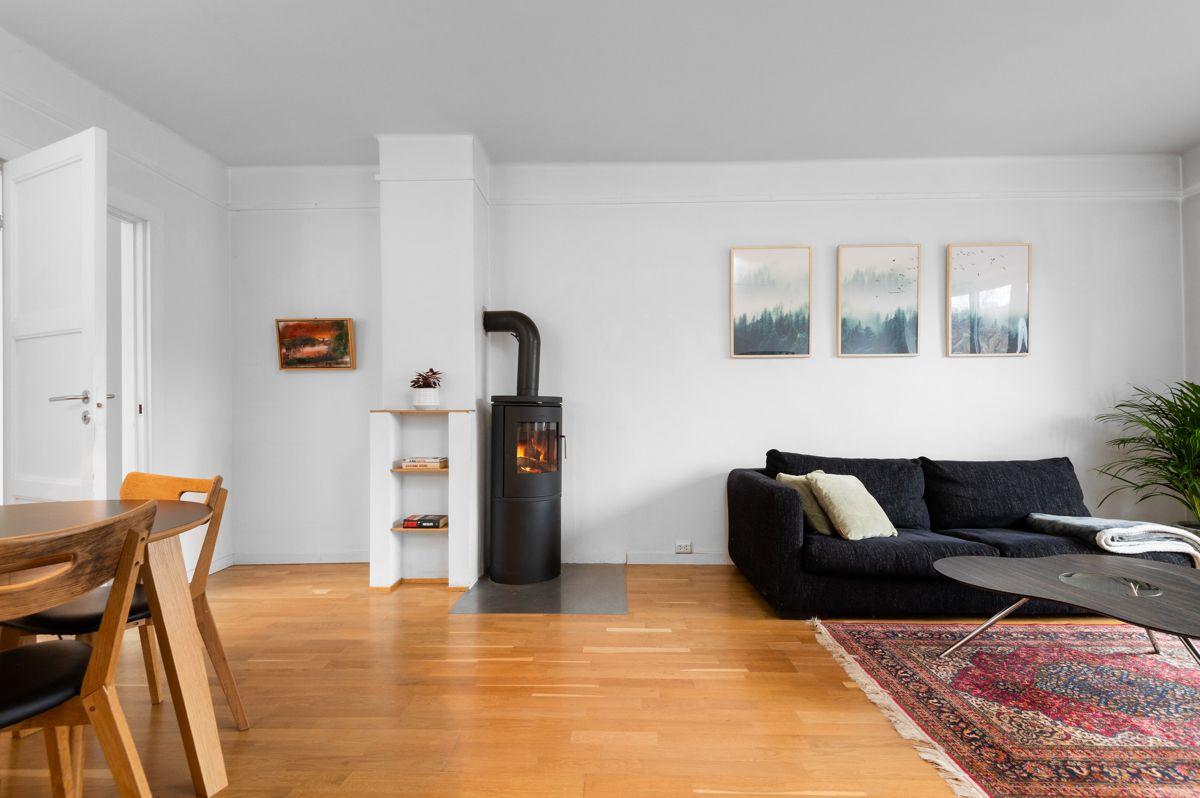 Telemarksvingen 4 - Lyst, luftig rom med god takhøyde (2,64 meter) og store vindusflater som gir gode lysforhold, hyggelig utsikt og en åpen, luftig atmosfære -