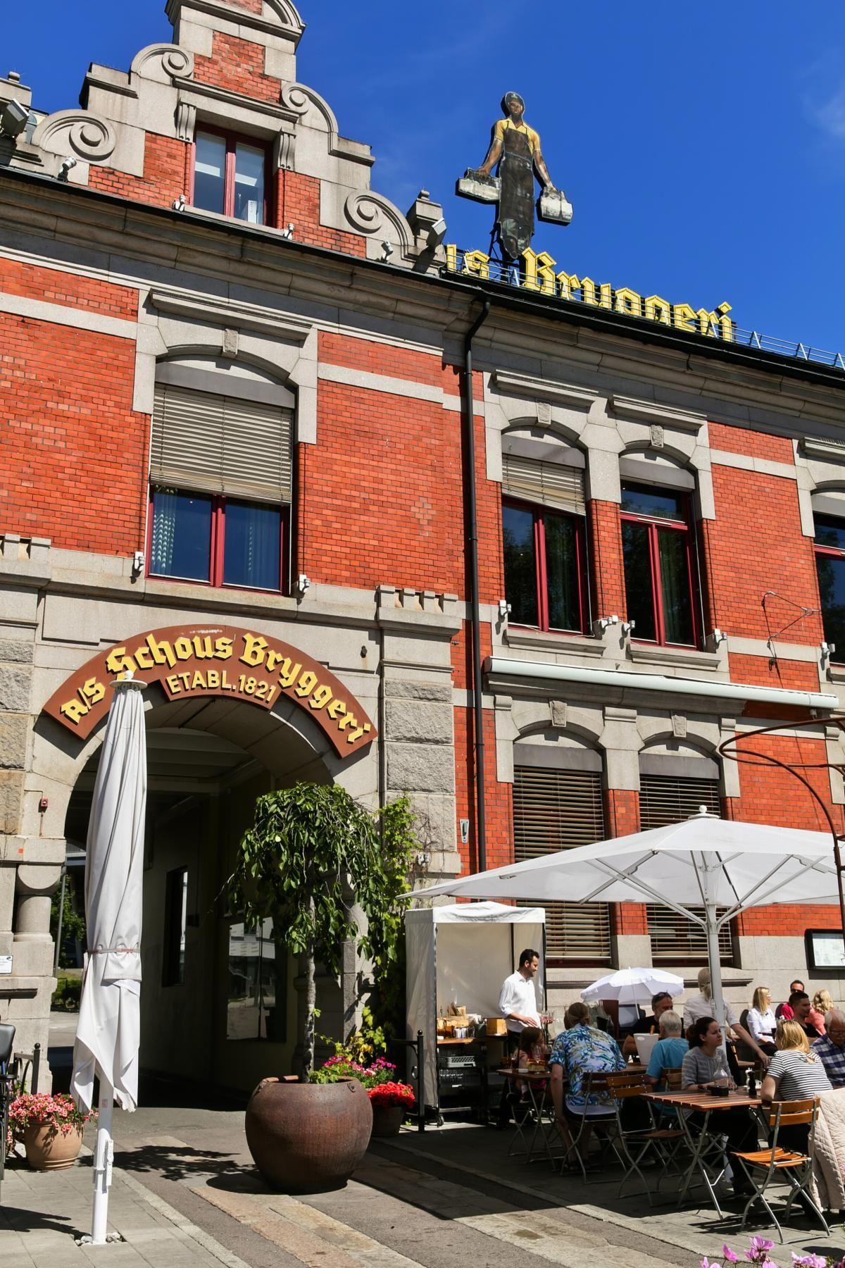 Herslebs gate 17A Schous plass har flere flotte spise- og utesteder.