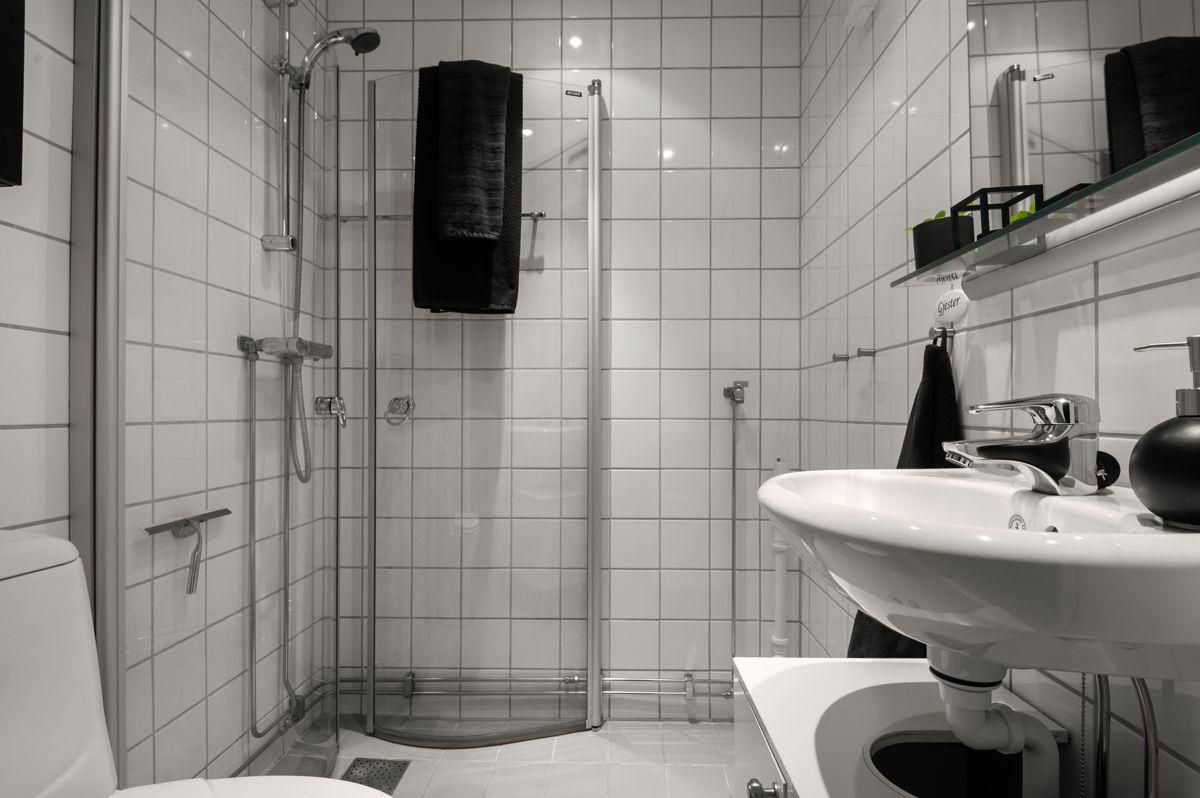 Københavngata 14B Delikat flislagt bad med varmekabler i gulv og downlights i himling