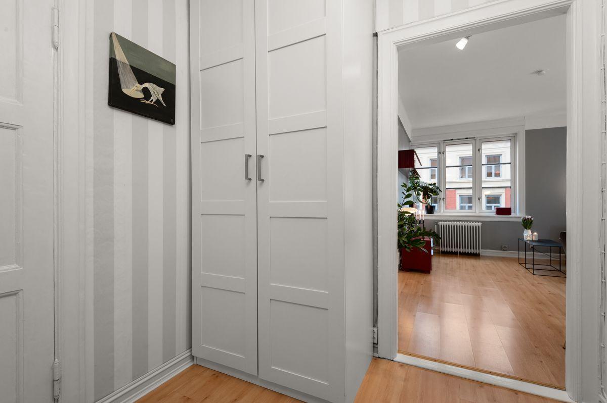 Københavngata 14B Garderobeplass i 2 skap i entré