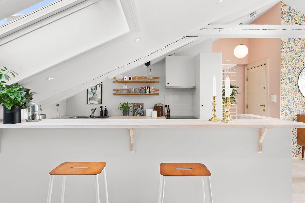 Grüners gate 7 - Kjøkkenet ligger i åpen løsning til stuen og skaper en sosial planløsning -