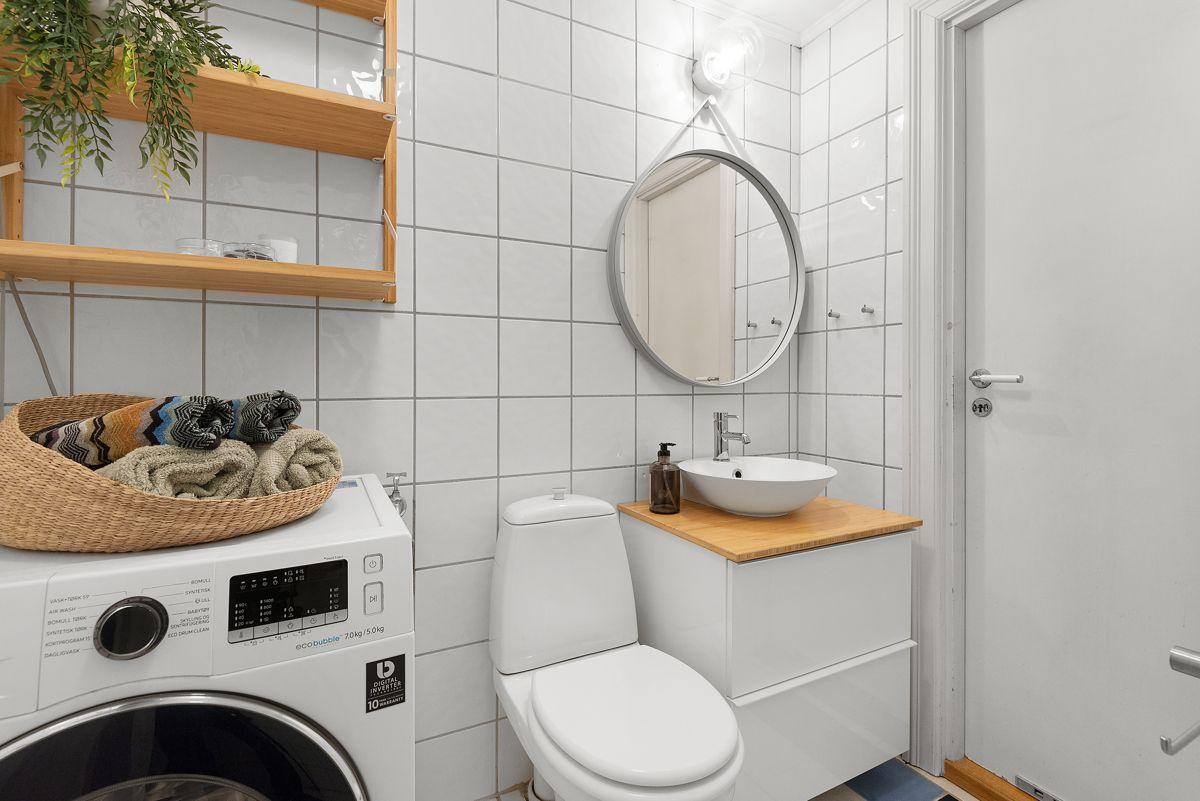 Grüners gate 7 - Servant, skuffeseksjon og topplate på badet er nytt fra 2017. Opplegg for vaskemaskin -