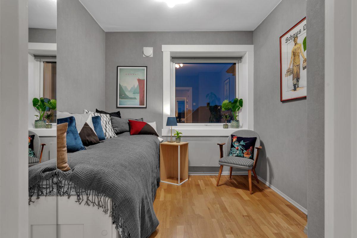 Martin Skatvedts vei 5B Med to soverom egner det ene seg ypperlig som barnerom eller hjemmekontor.