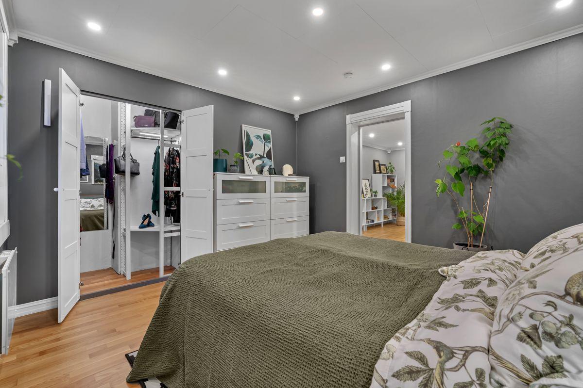 Martin Skatvedts vei 5B Hovedsoverommet har et walk-in closet som sørger for gode oppbevaringsmuligheter til klær og det man måtte ønske.