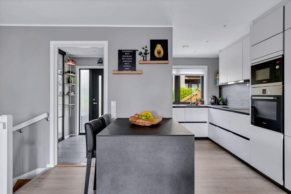 Hektnerhagan 164 Boligen har et kvalitetskjøkken fra Kvik med åpen løsning mot stuen.