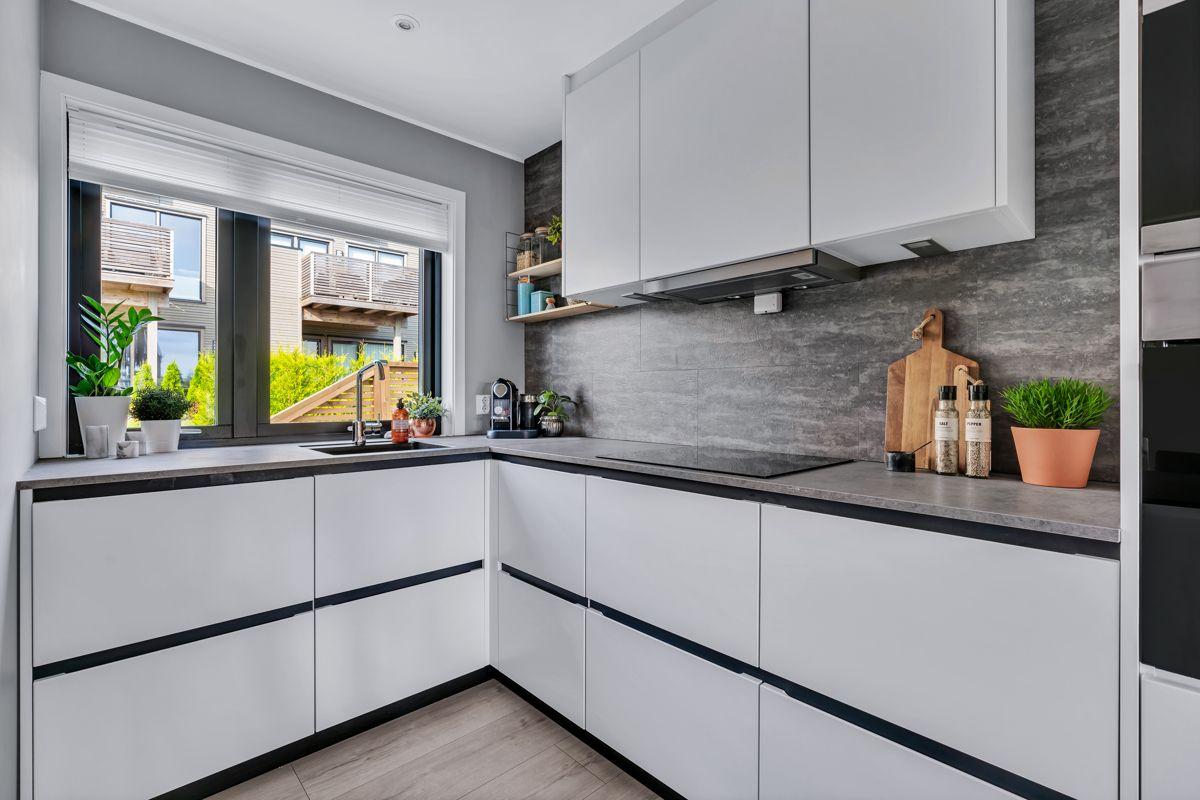 Hektnerhagan 164 Kjøkkenet er utstyrt med integrerte hvitevarer.