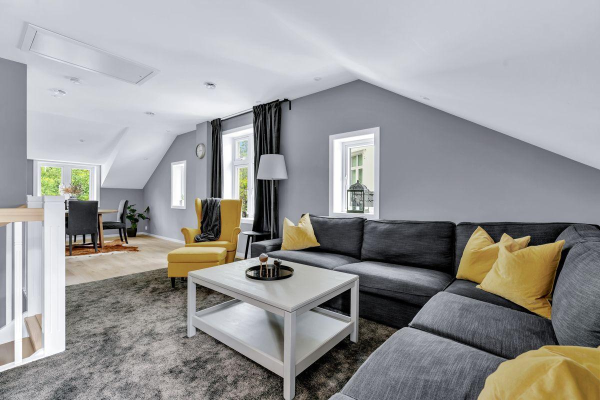 Høybråtenveien 124E Boligen holder en god standard fra byggeår med moderne flater.