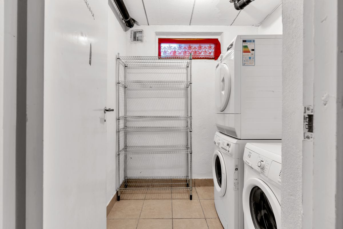 Holtestubben 3 Vaskerommet finnes i underetasjen. Her er det god plass til vaskemaskin og tørketrommel.