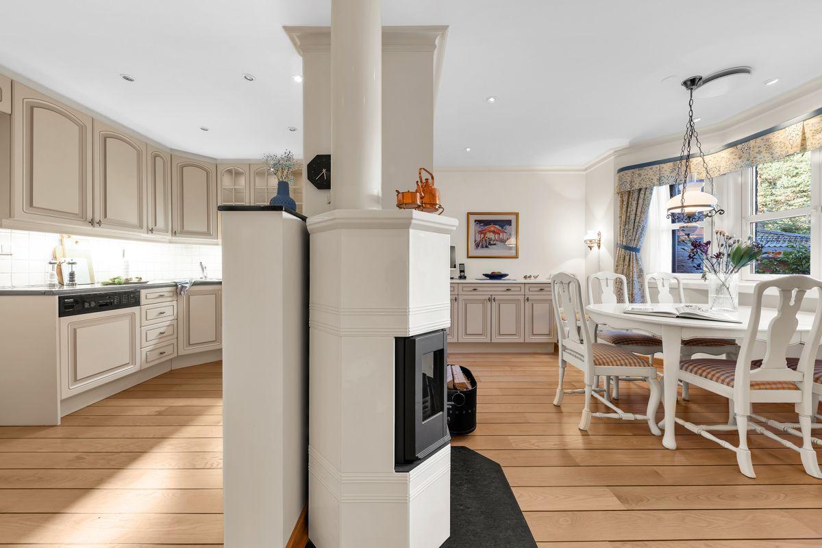Folkvangveien 10A Kjøkkenet har godt med plass til kjøkkenbord
