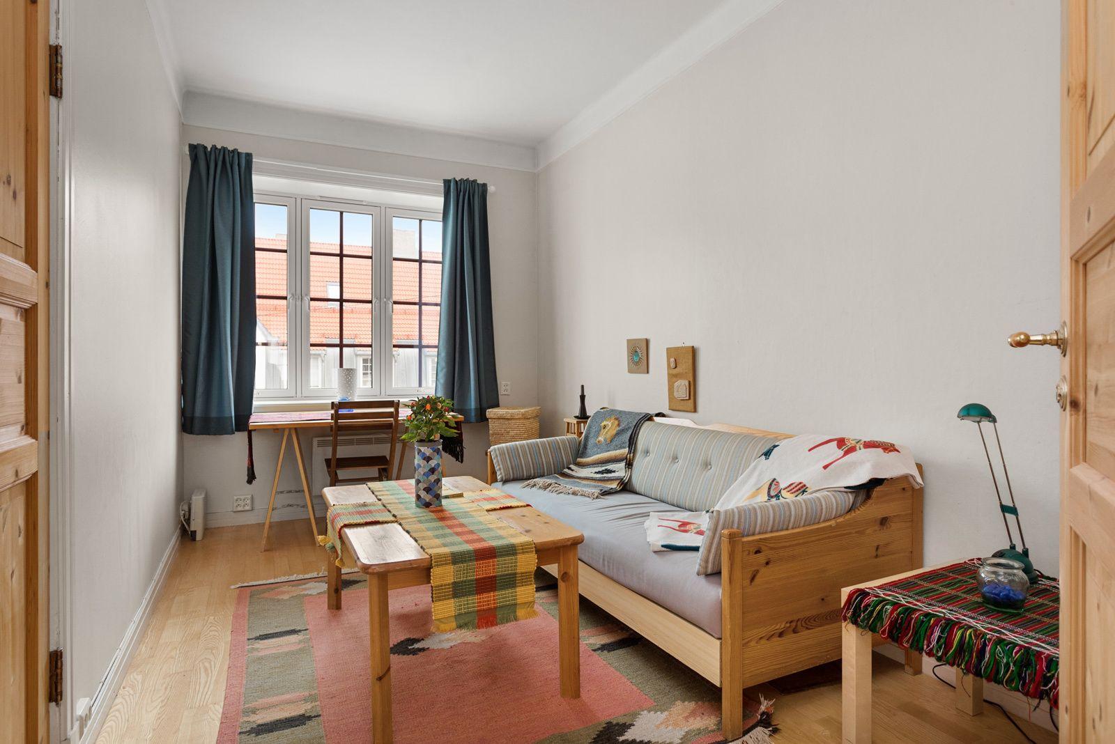 Bergensgata 18B 2 store soverom. Antatt mulighet for ekstra rom ved å dele loftstuen.