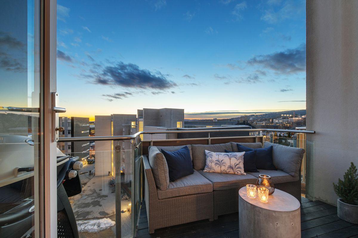 Gunnar Schjelderups vei 11L Med 2 balkonger kan sol og utsikt nytes hele året, fra morgen til kveld